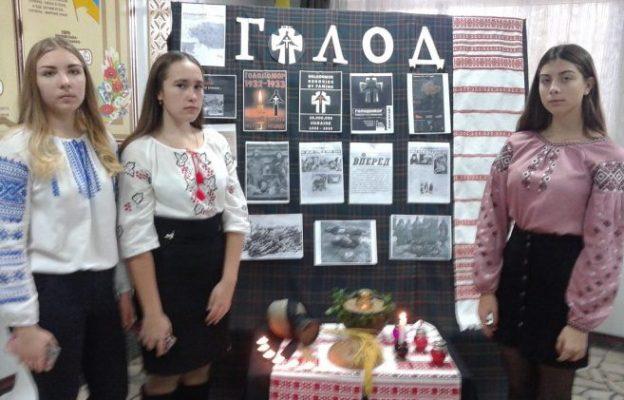Ведучі заходу: Чепурна Аня, Ткаченко Оксана, Гопанчук Настя